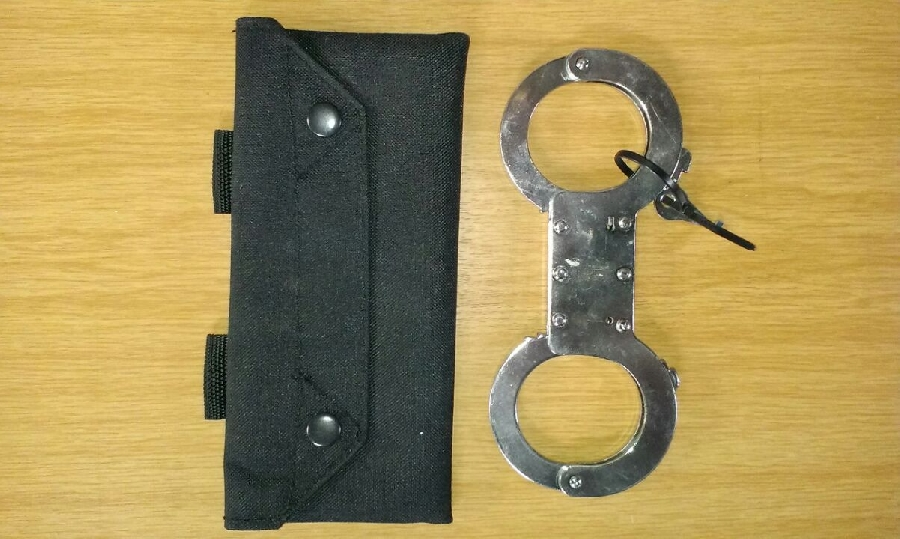 solid-handcuff-with-no-link